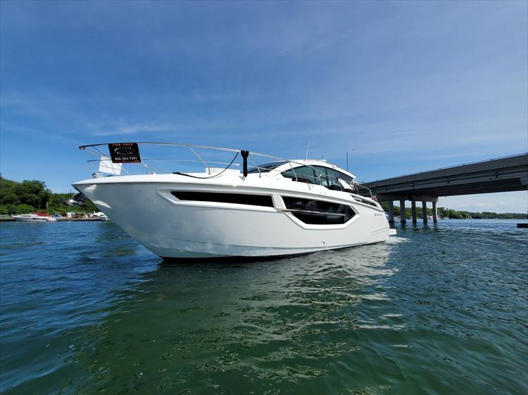Photo 2 of 76 - 2020 Cruisers Yachts 42 Cantius for sale