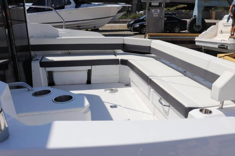 Photo 29 of 76 - 2020 Cruisers Yachts 42 Cantius for sale