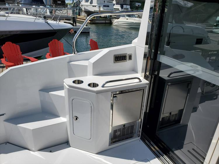 Photo 32 of 76 - 2020 Cruisers Yachts 42 Cantius for sale