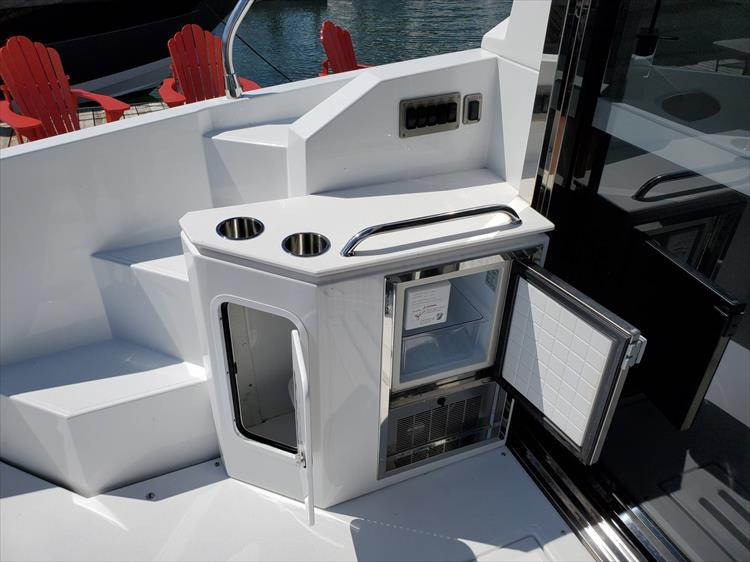 Photo 33 of 76 - 2020 Cruisers Yachts 42 Cantius for sale