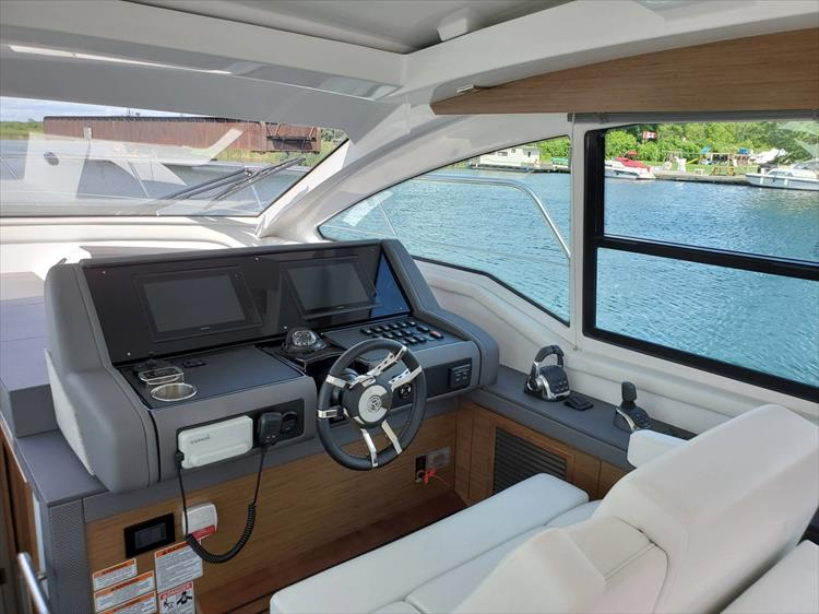 Photo 43 of 76 - 2020 Cruisers Yachts 42 Cantius for sale