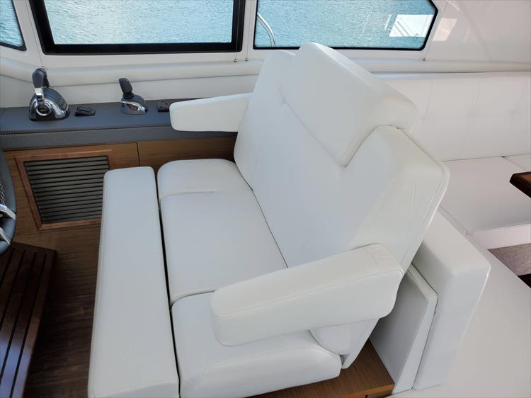 Photo 44 of 76 - 2020 Cruisers Yachts 42 Cantius for sale