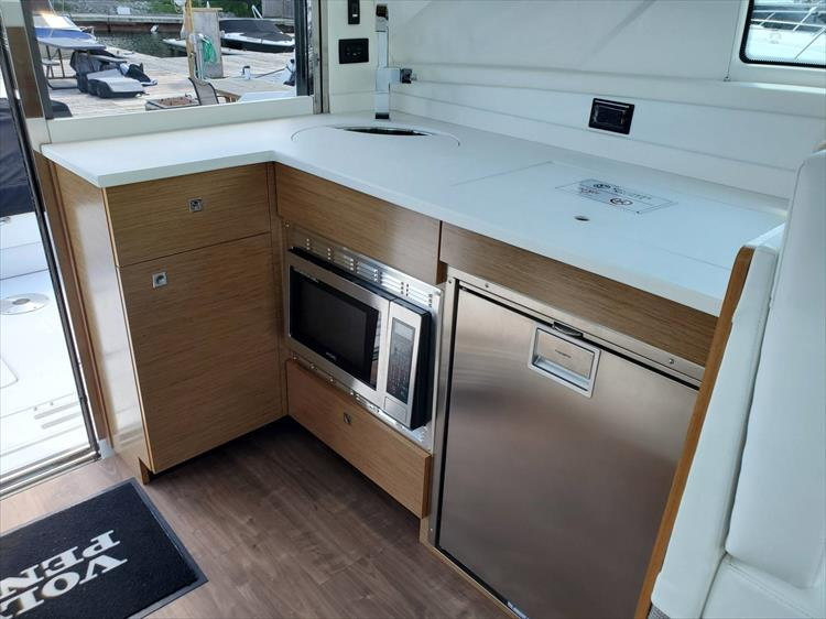 Photo 53 of 76 - 2020 Cruisers Yachts 42 Cantius for sale