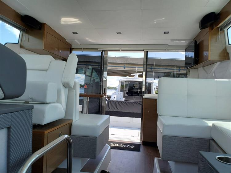 Photo 56 of 76 - 2020 Cruisers Yachts 42 Cantius for sale