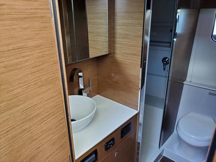 Photo 67 of 76 - 2020 Cruisers Yachts 42 Cantius for sale