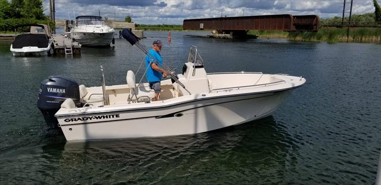 Photo 3 of 20 - 2009 Grady White 180 Sportsman for sale