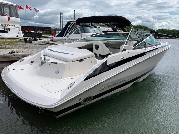 Photo 3 of 14 - 2006 Regal 2200 Bow Rider for sale