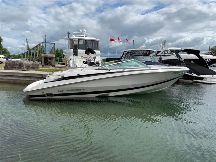Photo 2 of 14 - 2006 Regal 2200 Bow Rider for sale