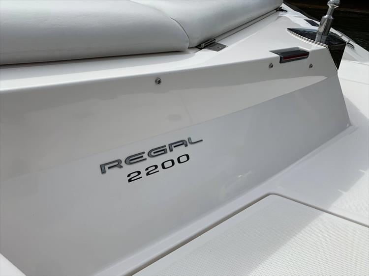 Photo 5 of 14 - 2006 Regal 2200 Bow Rider for sale
