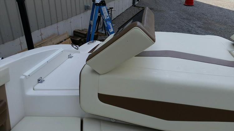 Photo 16 of 21 - 2017 Chaparral 226 SSi for sale