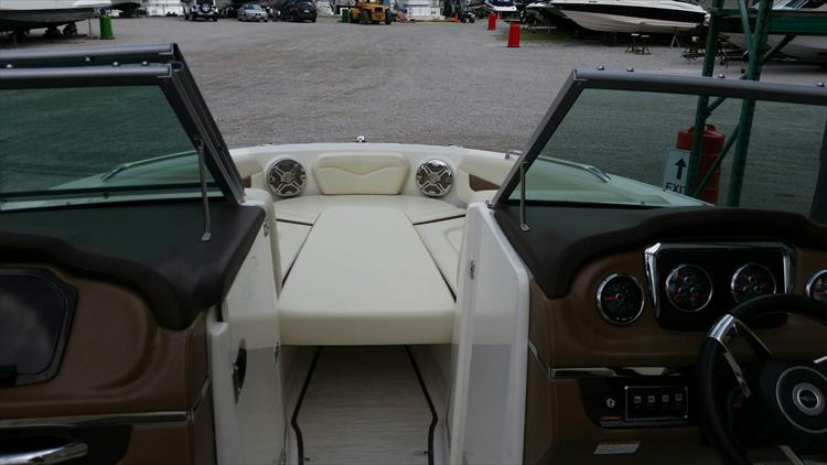 Photo 20 of 21 - 2017 Chaparral 226 SSi for sale