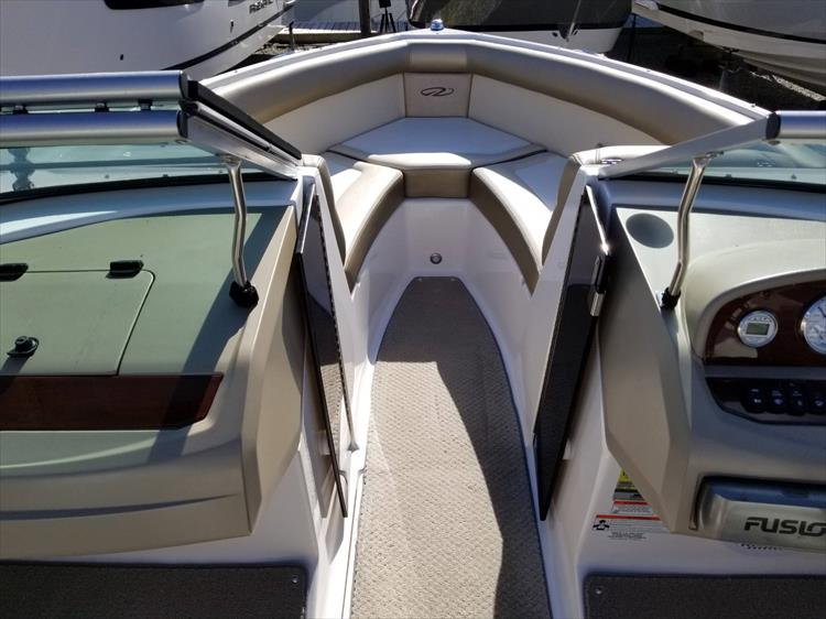 Photo 19 of 30 - 2010 Regal 2100 Bowrider for sale