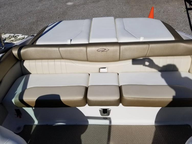 Photo 23 of 30 - 2010 Regal 2100 Bowrider for sale