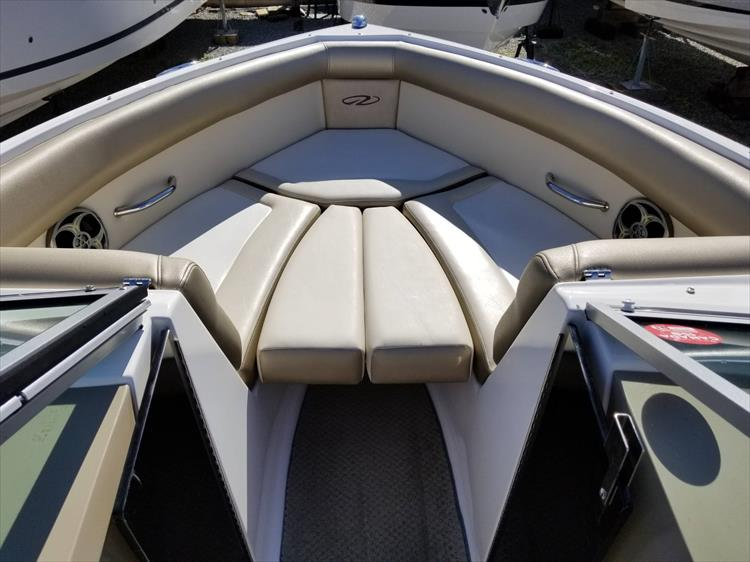 Photo 24 of 30 - 2010 Regal 2100 Bowrider for sale