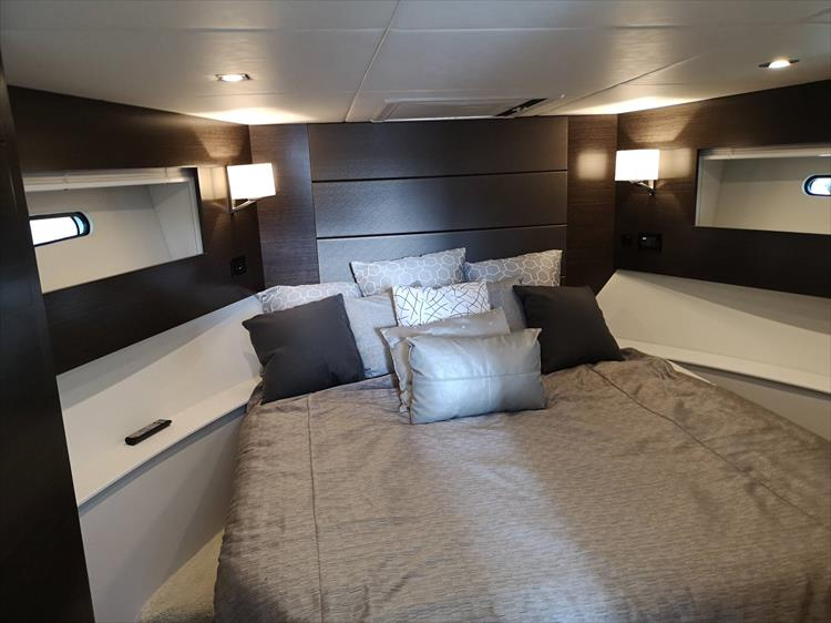 Photo 7 of 20 - 2019 Cruisers Yachts 42 Cantius for sale