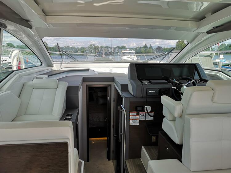 Photo 13 of 20 - 2019 Cruisers Yachts 42 Cantius for sale