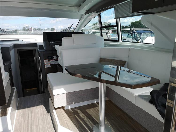 Photo 14 of 20 - 2019 Cruisers Yachts 42 Cantius for sale