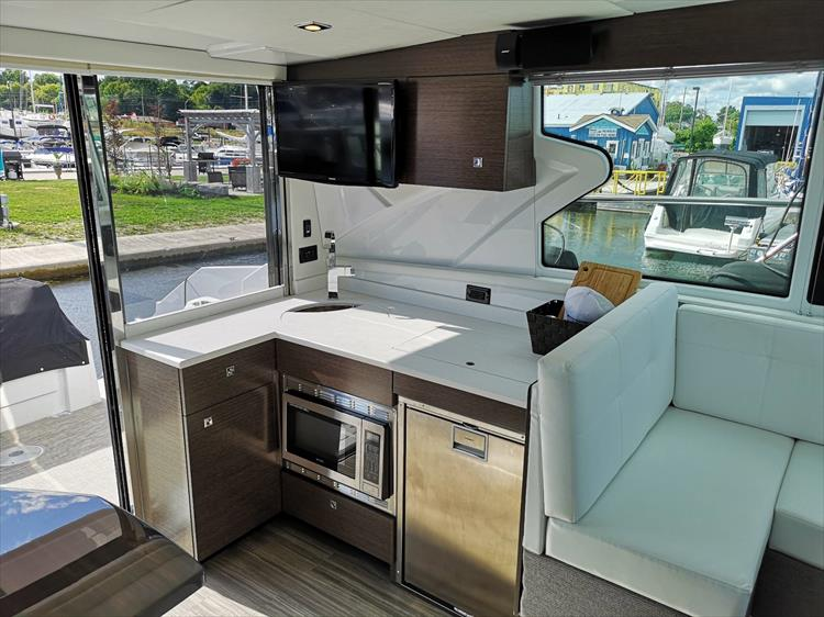 Photo 15 of 20 - 2019 Cruisers Yachts 42 Cantius for sale