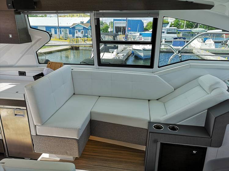 Photo 16 of 20 - 2019 Cruisers Yachts 42 Cantius for sale
