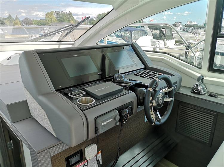 Photo 17 of 20 - 2019 Cruisers Yachts 42 Cantius for sale