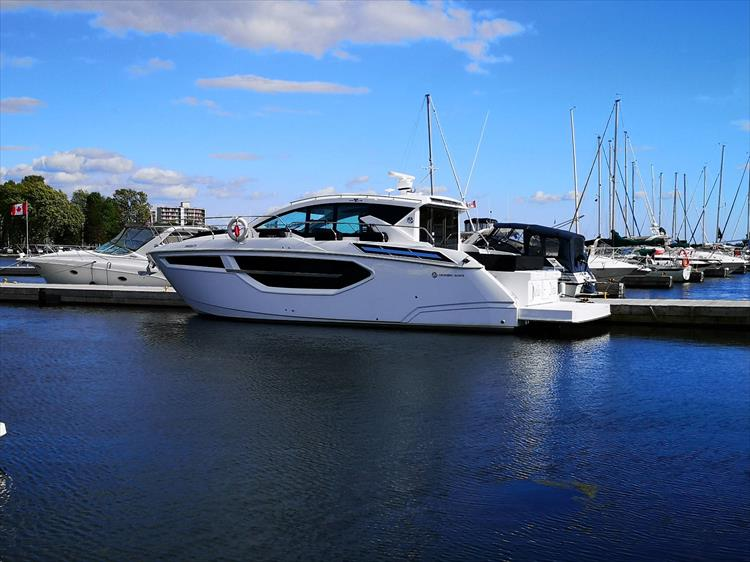Photo 2 of 20 - 2019 Cruisers Yachts 42 Cantius for sale