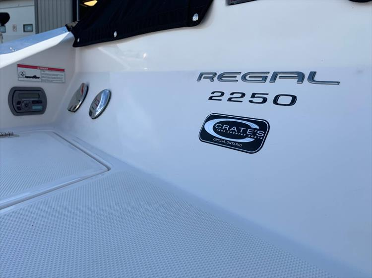 Photo 3 of 20 - 2009 Regal 2250 Cuddy for sale