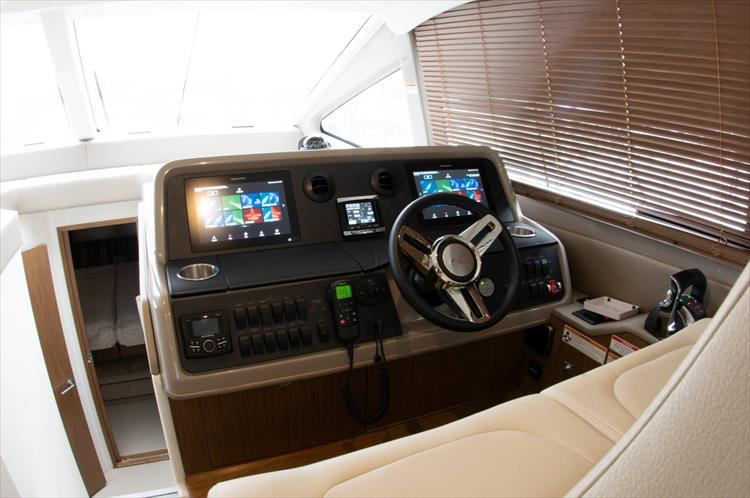Photo 16 of 60 - 2018 Sea Ray 460 Fly for sale