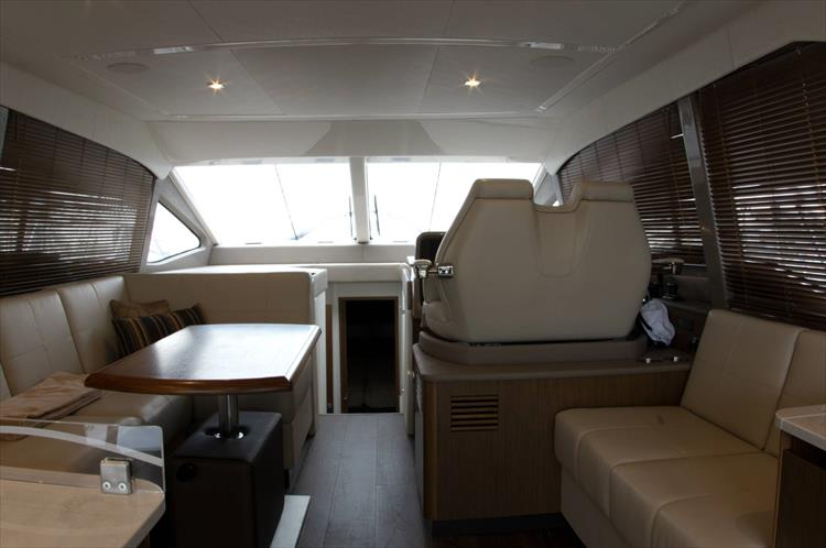 Photo 8 of 60 - 2018 Sea Ray 460 Fly for sale