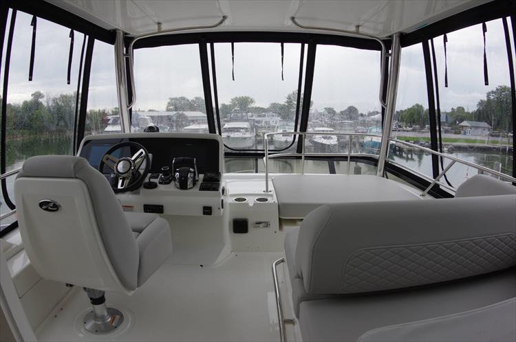 Photo 42 of 60 - 2018 Sea Ray 460 Fly for sale
