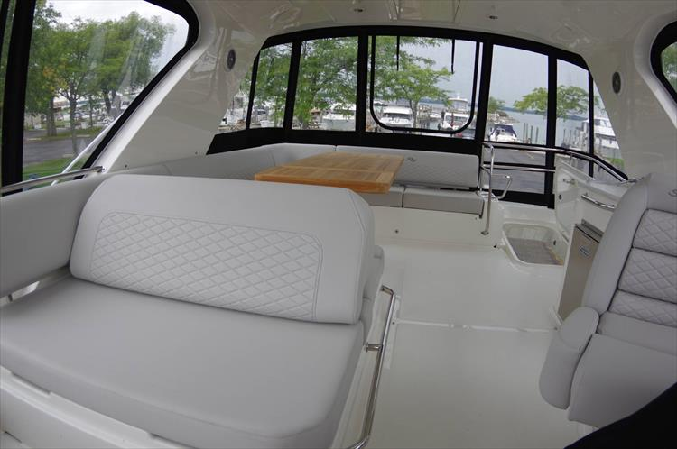 Photo 43 of 60 - 2018 Sea Ray 460 Fly for sale