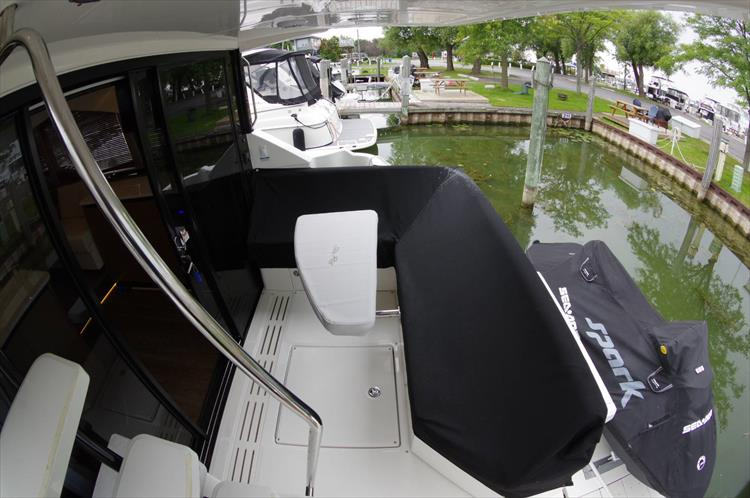 Photo 6 of 60 - 2018 Sea Ray 460 Fly for sale