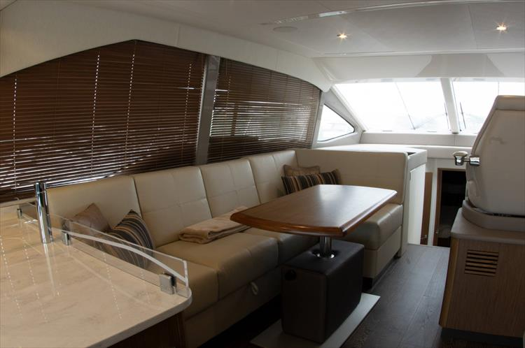 Photo 12 of 60 - 2018 Sea Ray 460 Fly for sale