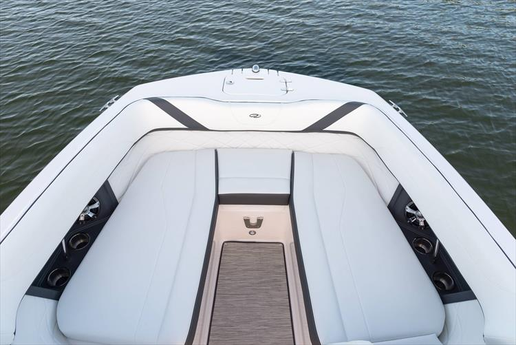 Photo 12 of 50 - 2021 Regal 26 Fasdeck for sale