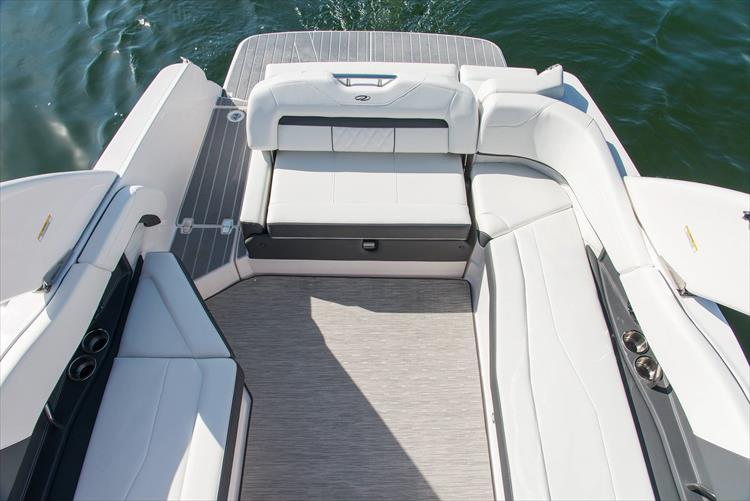 Photo 35 of 50 - 2021 Regal 26 Fasdeck for sale