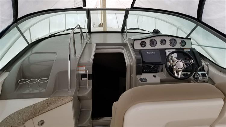 Photo 10 of 36 - 2015 Sea Ray 330 Sundancer for sale