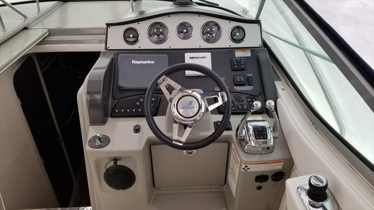 Photo 11 of 36 - 2015 Sea Ray 330 Sundancer for sale