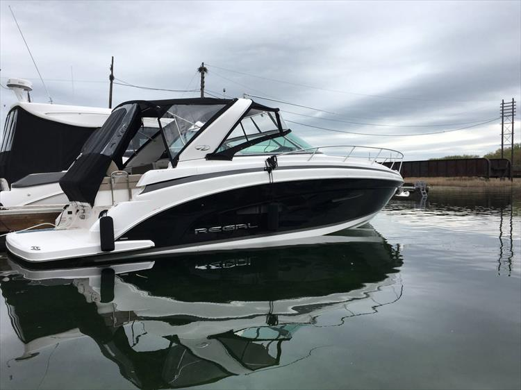 Photo 1 of 26 - 2018 Regal 33 Express for sale