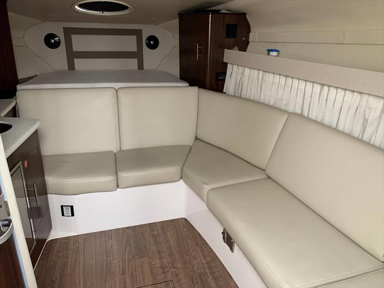 Photo 13 of 26 - 2018 Regal 33 Express for sale