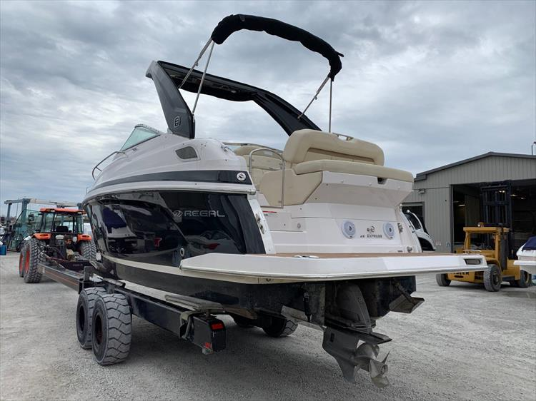 Photo 4 of 21 - 2019 Regal 28 Express for sale