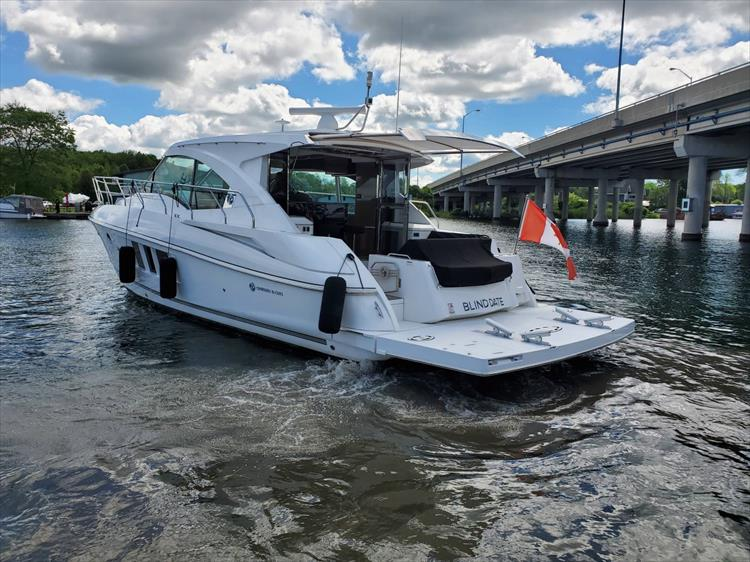 Photo 5 of 45 - 2017 Cruisers Yachts 45 Cantius for sale