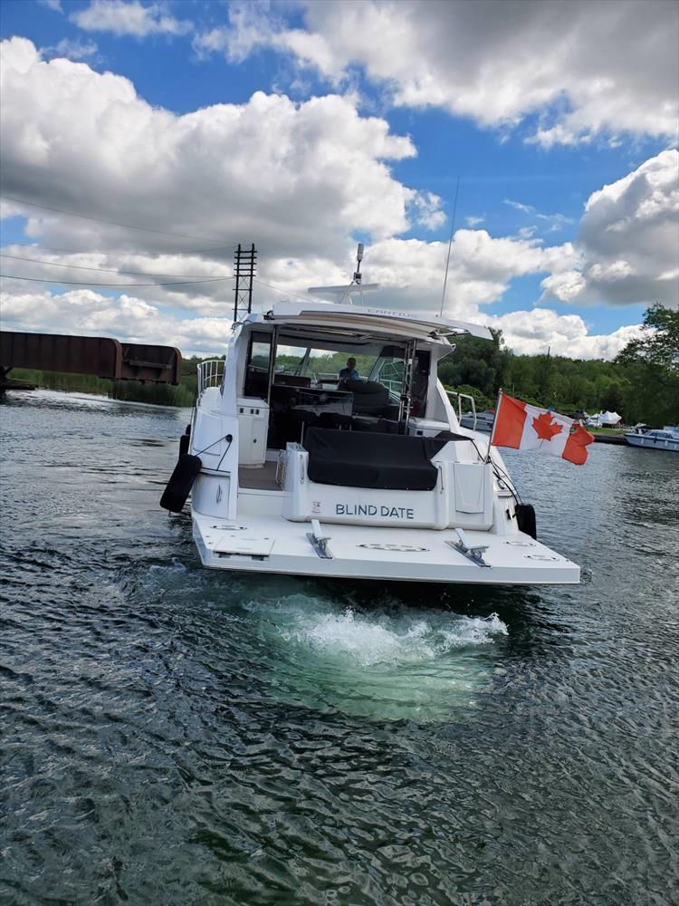 Photo 7 of 45 - 2017 Cruisers Yachts 45 Cantius for sale