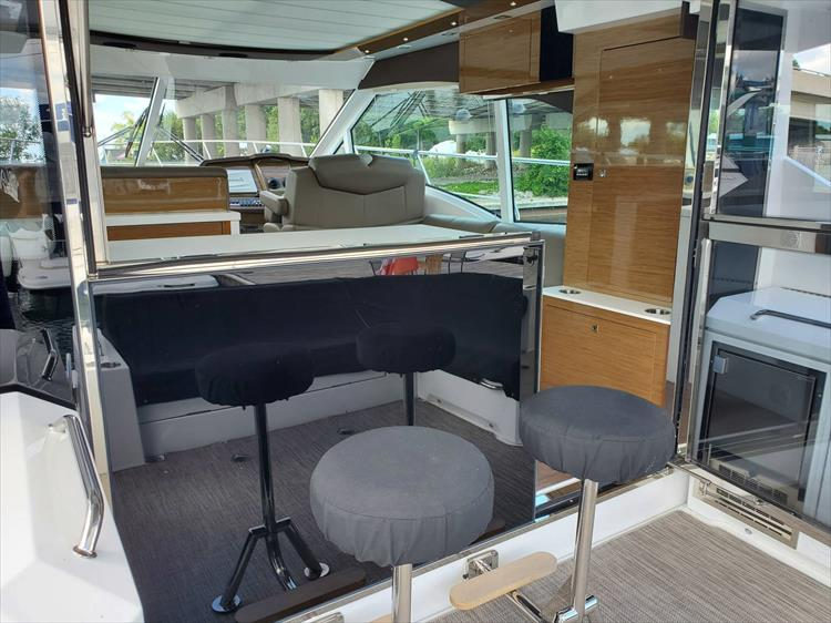 Photo 13 of 45 - 2017 Cruisers Yachts 45 Cantius for sale