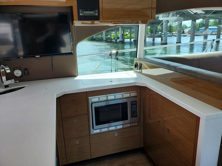 Photo 21 of 45 - 2017 Cruisers Yachts 45 Cantius for sale