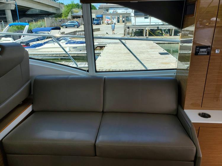 Photo 22 of 45 - 2017 Cruisers Yachts 45 Cantius for sale