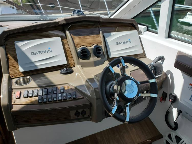Photo 29 of 45 - 2017 Cruisers Yachts 45 Cantius for sale