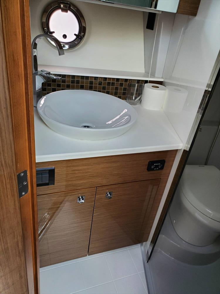 Photo 44 of 45 - 2017 Cruisers Yachts 45 Cantius for sale