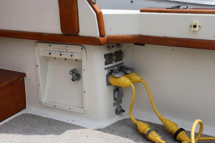 Photo 16 of 73 - 1977 Chris Craft 42 Convertible for sale