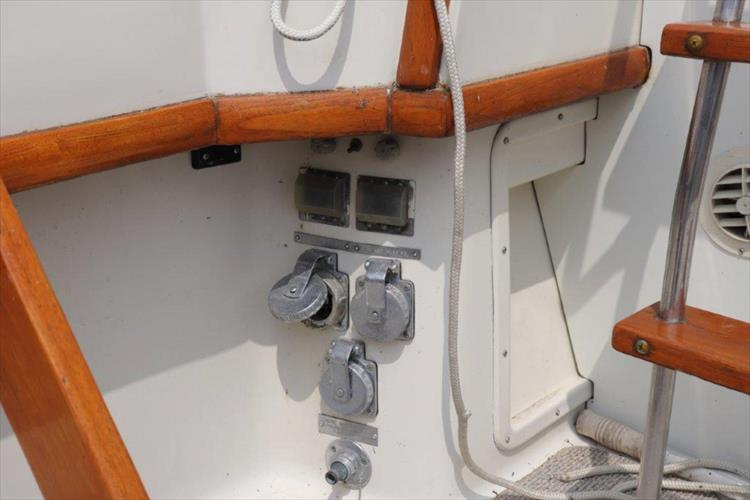 Photo 17 of 73 - 1977 Chris Craft 42 Convertible for sale