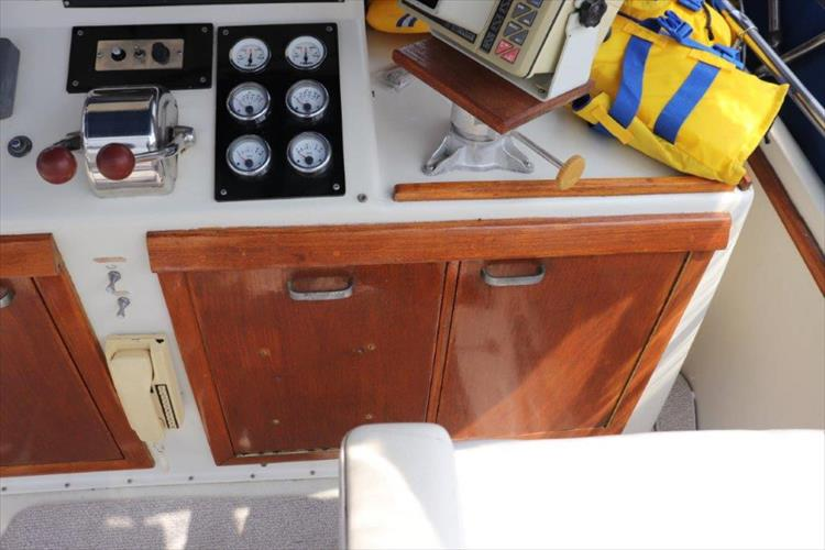 Photo 39 of 73 - 1977 Chris Craft 42 Convertible for sale