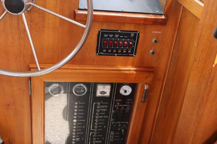Photo 51 of 73 - 1977 Chris Craft 42 Convertible for sale